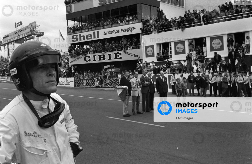 Dan Gurney stands ready for the start.