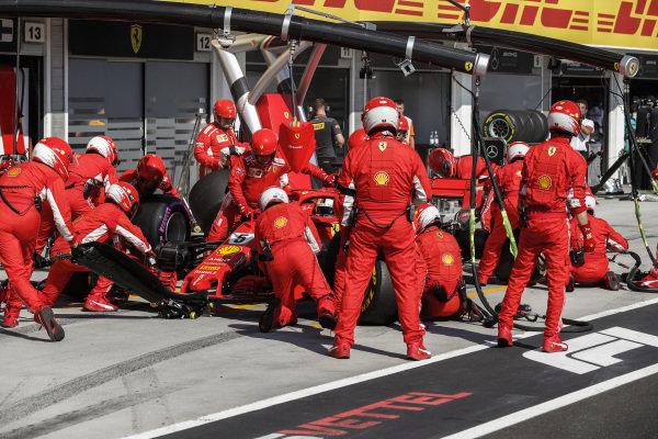 Sebastian Vettel, Ferrari SF71H pit stop.