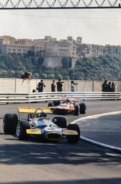 Jack Brabham, Brabham BT33 Ford leads Chris Amon, March 701 Ford.