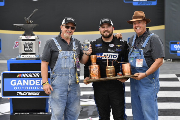 #20: Spencer Boyd, Young's Motorsports, Chevrolet Silverado Alabama Roofing Professionals wins