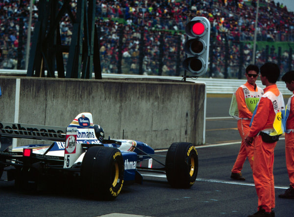 1995 Japanese Grand Prix.Suzuka, Japan.27-29 October 1995.Damon Hill (Williams FW17B Renault) endures a stop and go penalty during the race.World Copyright - LAT Photographic