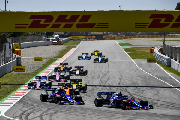 Daniil Kvyat, Toro Rosso STR14, leads Alexander Albon, Toro Rosso STR14, Carlos Sainz Jr., McLaren MCL34, Daniel Ricciardo, Renault R.S.19, Sergio Perez, Racing Point RP19, and Lance Stroll, Racing Point RP19