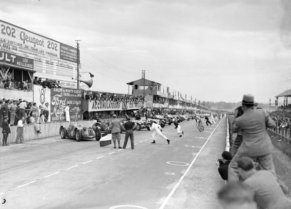 The race commences after the French tricolour is waved. The drivers run to their cars in the traditional Le Mans start.