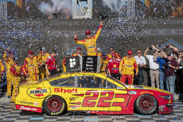 #22: Joey Logano, Team Penske, Ford Mustang Shell Pennzoil in victory lane