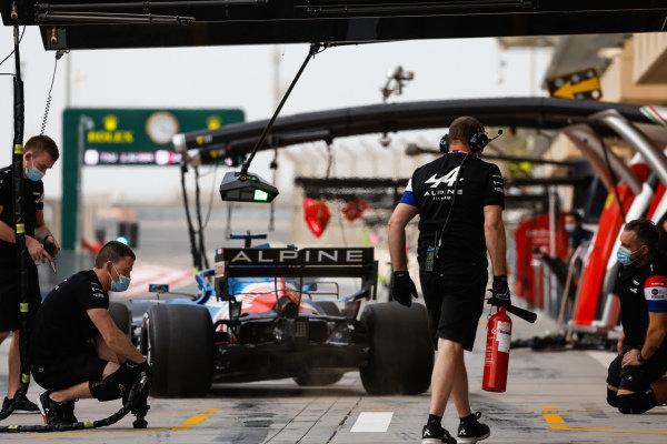 Fernando Alonso, Alpine A521, pulls away after a pitstop