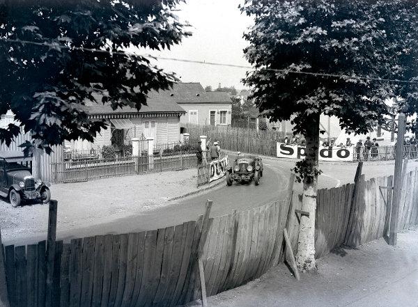 1930 Le Mans 24 hours. Le Mans, France. 21-22 June 1930. Woolf Barnato/Glen Kidston (Bentley Speed Six), 1st position, at Rue de Circuit. Ref-Motor 730/2. World Copyright - LAT Photographic
