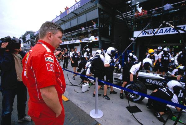 2004 Australian Grand PrixMelbourne, Australia. 5th - 7th March 2004.Ross Brawn, Ferrari looks at the Williams pit crew at work.World Copyright: Michael Cooper/LAT Photographic Ref: 35mm Image 04 Aus 44
