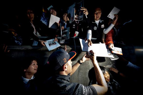 Suzuka Circuit, Japan. Thursday 5 October 2017. Stoffel Vandoorne, McLaren, signs autographs for fans. World Copyright: Glenn Dunbar/LAT Images  ref: Digital Image _X4I4727