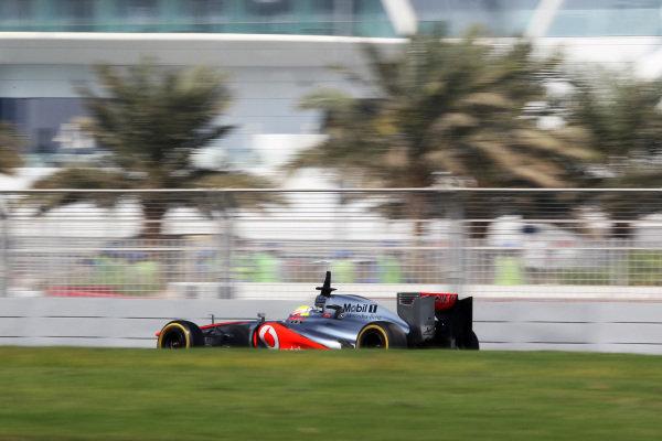Oliver Turvey (GBR) McLaren MP4-27 test driver. Formula One Young Drivers Test, Day Three, Yas Marina Circuit, Abu Dhabi, UAE, Thursday 8 November 2012.