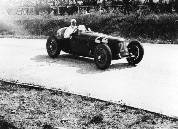 Montlhery, Paris, France.1 July 1934.Goffredo Zehender (Maserati 8CM).World Copyright - LAT Photographic