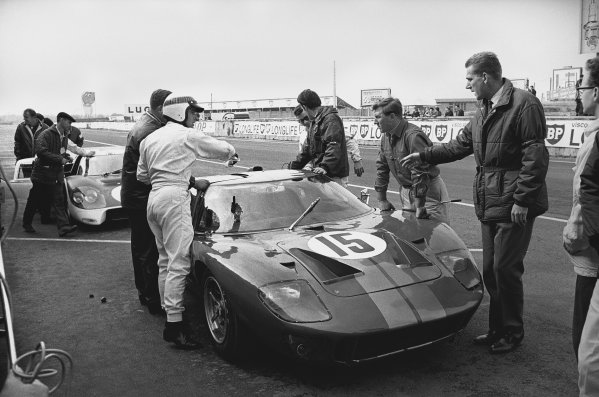 1966 Le Mans Testing. Le Mans, France. 2nd - 3rd April 1966. Jackie Stewart/John Whitmore (Ford GT40 Mk II), in the pits during testing, action.  World Copyright: LAT Photographic. Ref:  1249 - 32.
