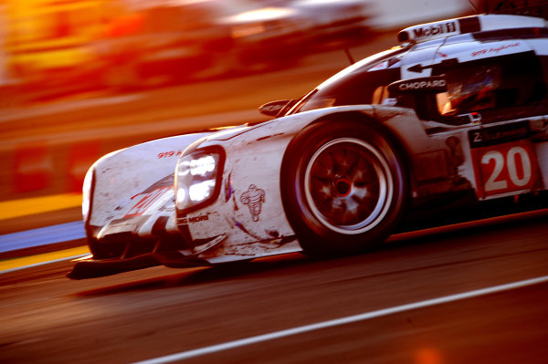 2014 Le Mans 24 Hours. Circuit de la Sarthe, Le Mans, France. Saturday 15 June 2013. Timo Bernhard/Mark Webber/Brendon Hartley, Porsche Team, No.20 Porsche 919 Hybrid.  World Copyright: Jeff Bloxham/LAT Photographic. ref: Digital Image DSC_4255