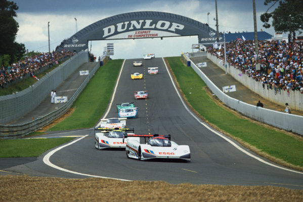 1991 Le Mans 24 hours. Le Mans, France. 22nd  - 23rd June 1991. Philippe Alliot/Jean-Pierre Jabouille/Mauro Baldi (Peugeot 905), leads at the start of the race, action.  World Copyright: LAT Photographic. Ref:  91LM35