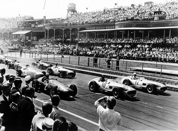 Aintree, England.14-16 July 1955.Stirling Moss (number 12), Juan Manuel Fangio (both Mercedes-Benz W196) and Jean Behra (Maserati 250F) lead Karl Kling (number 14) and Piero Taruffi at the start. Moss finished in 1st position.World Copyright - LAT Photographic