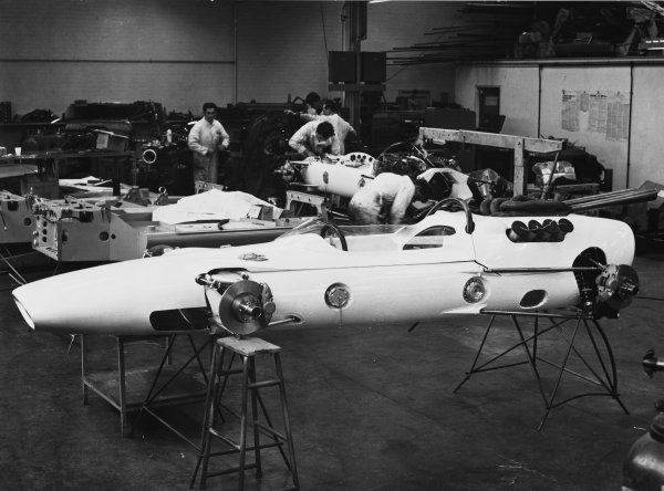 Slough, Berkshire, England.The new Lola T80 Indy car in production at the factory before being shipped out to the USA.World Copyright: LAT Photographic.Ref:  B/W Print.