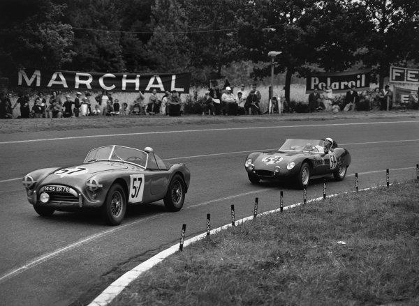 Le Mans, France. 25th - 26th June 1960 Jean Rambaux/Boutin (AC Ace Bristol), retired, leads John Gordon/John Bentley (Osca S750), 18th position, action. World Copyright: LAT Photographic Ref:  Autocar Glass Plate C59052.