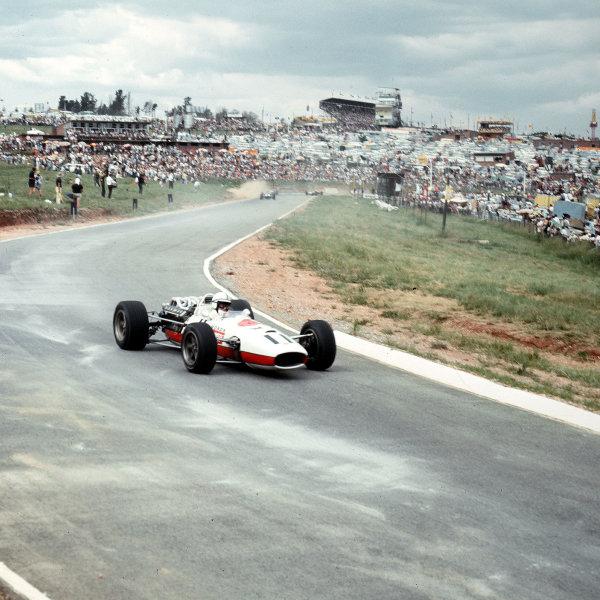 Kyalami, South Africa.31/12/66-2/1/1967.John Surtees (Honda RA273) 3rd position.Ref-3/2490.World Copyright - LAT Photographic
