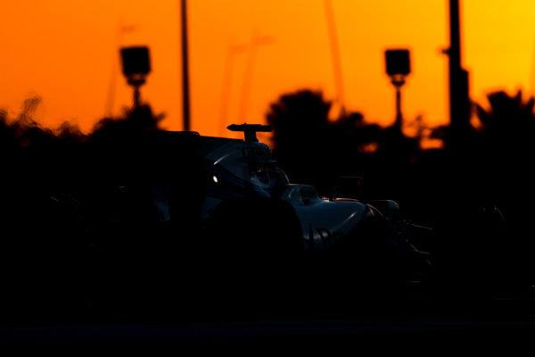 Yas Marina Circuit, Abu Dhabi, United Arab Emirates. Wednesday 29 November 2017. Robert Kubica, Williams FW40 Mercedes.  World Copyright: Zak Mauger/LAT Images  ref: Digital Image _56I7229
