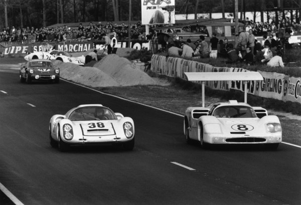 Le Mans, France. 10th - 11th June 1967.Rolf Stommelen / Jochen Neerspasch (Porsche 910), 6th position leads Bob Johnson / Bruce Jennings (Chaparral 2F Chevrolet), retired, action.World Copyright: LAT Photographic.Ref: 550F - 33-33A