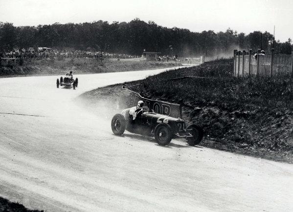 Montlhery, Paris, France.1 July 1934.Goffredo Zehender leads Philippe Etancelin (both Maserati 8CM).World Copyright - LAT Photographic