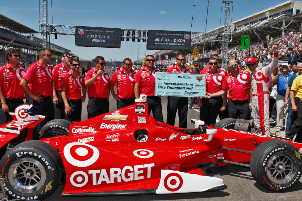 23 May, 2014, Indianapolis, Indiana, USA Scott Dixon celebrates winning the Pit Stop Competition with his crew ©2014, Phillip Abbott LAT Photo USA