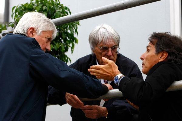 Interlagos, Sao Paulo, Brazil.16th October 2009.Bernie Ecclestone with Herbie Blash, FIA, and Nelson Piquet. Portrait. World Copyright: Charles Coates/LAT Photographicref: Digital Image _26Y9544