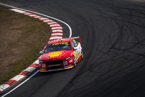 2017 Supercars Championship Round 2.  Tasmania SuperSprint, Simmons Plains Raceway, Tasmania, Australia. Friday April 7th to Sunday April 9th 2017. Scott McLaughlin drives the #17 Shell V-Power Racing Team Ford Falcon FGX. World Copyright: Daniel Kalisz/LAT Images Ref: Digital Image 070417_VASCR2_DKIMG_0698.JPG
