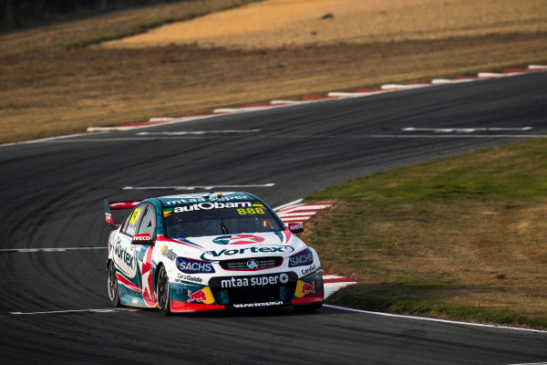 2017 Supercars Championship Round 2.  Tasmania SuperSprint, Simmons Plains Raceway, Tasmania, Australia. Friday April 7th to Sunday April 9th 2017. Craig Lowndes drives the #888 TeamVortex Holden Commodore VF. World Copyright: Daniel Kalisz/LAT Images Ref: Digital Image 070417_VASCR2_DKIMG_1486.JPG
