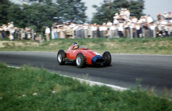 1957 Italian Grand Prix.Monza, Italy.6-8 September 1957.Mike Hawthorn (Lancia-Ferrari D50 801) 6th position.Ref-57 ITA 28.WorldCopyright - LAT Photographic