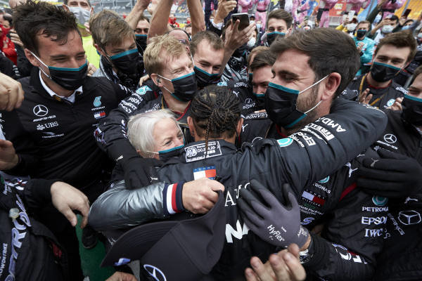 Lewis Hamilton, Mercedes-AMG Petronas F1, celebrates with histeam after winning the race and securing his 7th championship