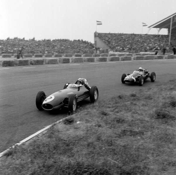 1959 Dutch Grand Prix.Zandvoort, Holland.29-31 May 1959.Tony Brooks (Ferrari Dino 246) leads Maurice Trintignant (Cooper T51-Climax).Ref-4130.World Copyright - LAT Photographic
