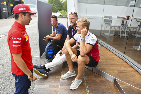 Marcus Ericsson, Alfa Romeo Racing, talks to Charles Leclerc, Ferrari