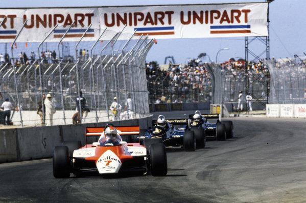 John Watson, McLaren MP4-1B Ford, leads Nigel Mansell, Lotus 91 Ford, and Elio de Angelis, Lotus 91 Ford.