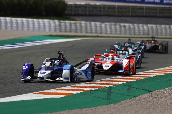 Jake Dennis (GBR), BMW I Andretti Motorsport, BMW iFE.21, leads Alex Lynn (GBR), Mahindra Racing, M7Electro, and Oliver Turvey (GBR), NIO 333, NIO 333 001