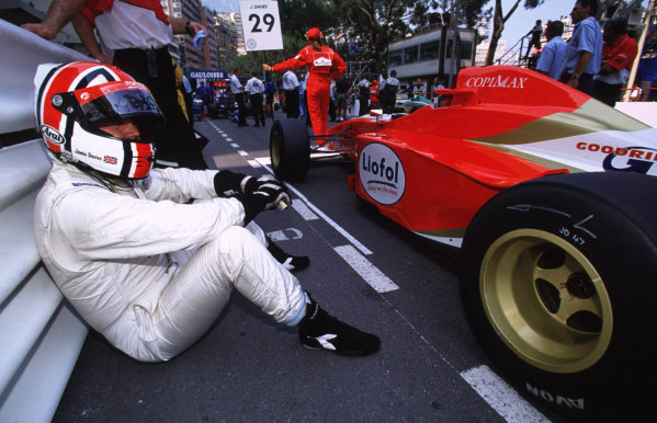 International F3000 MonacoMonte Carlo, Rd 5, 2nd - 3rd june 2000.Jamie Davies waits patiently for the start of the race.World - Bellanca/ LAT Photographic