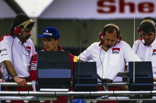 Gordon Murray, Ayrton Senna, Ron Dennis, and Steve Nichols on the McLaren pitwall.