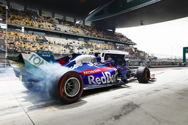 Daniil Kvyat, Toro Rosso STR14, lights up his rears in the pit lane
