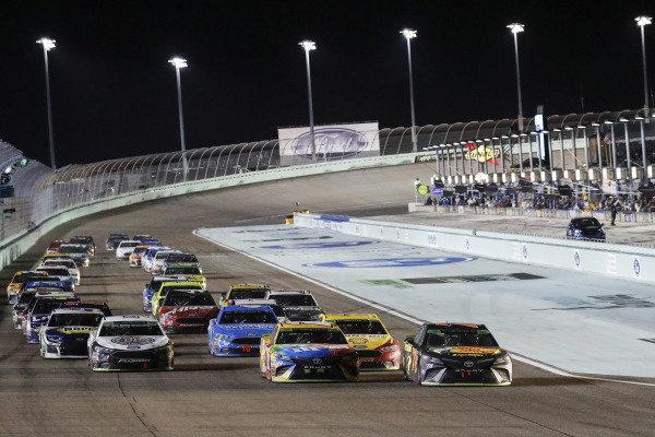 #18: Kyle Busch, Joe Gibbs Racing, Toyota Camry M&M's, #78: Martin Truex Jr., Furniture Row Racing, Toyota Camry Bass Pro Shops/5-hour ENERGY, restart