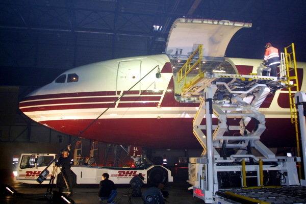 The new Jordan EJ12 is unloaded from a DHL plane.DHL Jordan Launch, 22 February 2002DHL Aircraft Hangar, Brussells, Belgium.