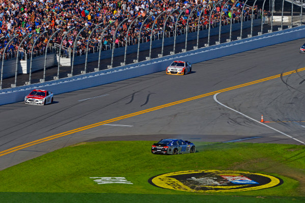 13-21 February, 2016, Daytona Beach, Florida USA Dale Earnhardt Jr comes to a stop in the grass after spinning in turn 4. ?2016, F. Peirce Williams LAT Photo USA