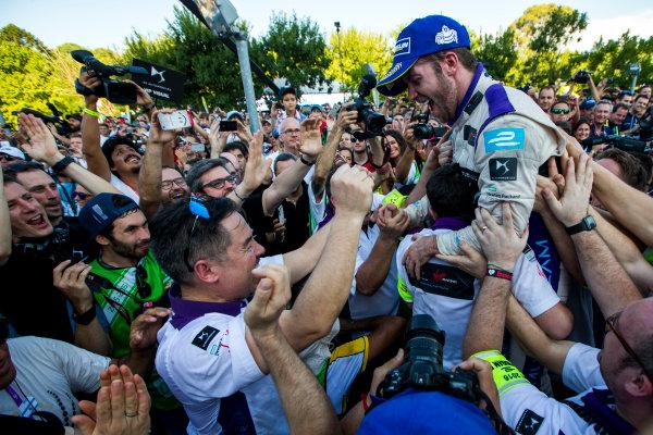 2015/2016 FIA Formula E Championship. Buenos Aires ePrix, Buenos Aires, Argentina. Saturday 6 February 2016. Sam Bird (GBR), DS Virgin Racing DSV-01 and Alex Tai (Virgin Racing). Photo: Zak Mauger/LAT/Formula E ref: Digital Image _L0U1669
