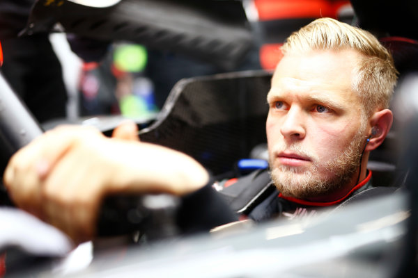 Spa Francorchamps, Belgium.  Friday 25 August 2017. Kevin Magnussen, Haas F1, in cockpit in the team's garage. World Copyright: Andy Hone/LAT Images  ref: Digital Image _ONZ8879