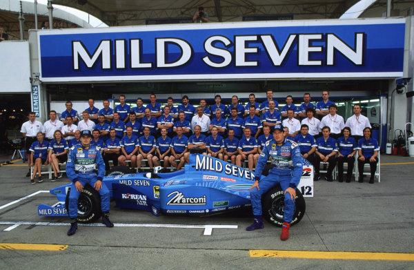 Suzuka, Japan.6-8 October 2000.The Mild Seven Benetton team.World copyright - LAT Phototgraphic