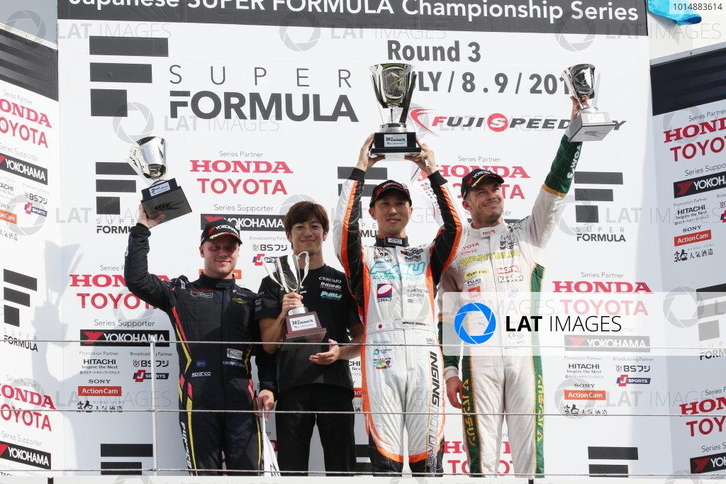 2017 Japanese Super Formula. Fuji, Japan. 8th - 9th July 2017. Rd 3. Winner Hiroaki Ishiura ( #2 P.MU/CERUMO ? INGING SF14 ) 2nd position Felix Rosenqvist ( #7 SUNOCO TEAM LEMANS SF14 ) 3rd position Andre Lotterer ( #36 VANTELIN KOWA TOM?S SF14 ) podium portrait World Copyright: Yasushi Ishihara / LAT Images. Ref: 2017SF_Rd3_006
