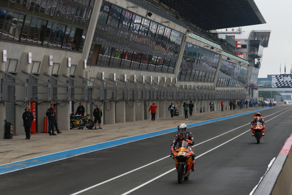 2017 Moto3 Championship - Round 5 Le Mans, France Saturday 20 May 2017 Niccolo Antonelli, Red Bull KTM Ajo World Copyright: Gold & Goose Photography/LAT Images ref: Digital Image 671076