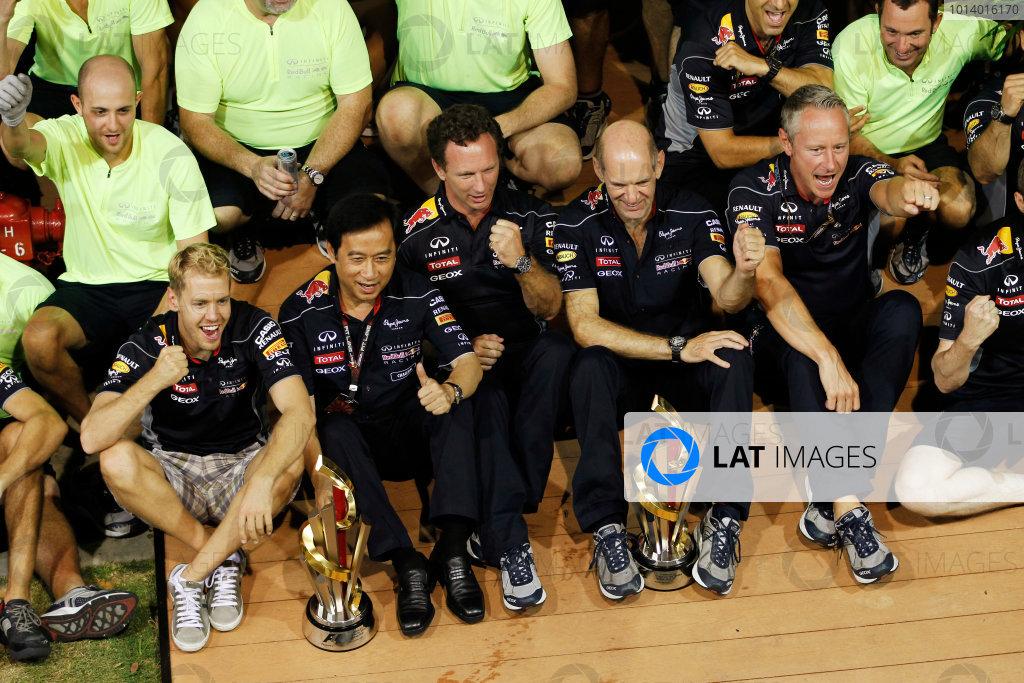 Marina Bay Circuit, Singapore. Sunday 22nd September 2013.  Red Bull Racing celebration team photo.  World Copyright: Jed Leicester/LAT Photographic. ref: Digital Image _JEL3311