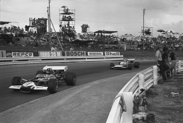 1970 South African Grand Prix. Kyalami, South Africa. 5th - 7th March 1970. Graham Hill (Lotus 49C-Ford), 6th position leads Henri Pescarolo (Matra-Simca MS120), 7th position, action.  World Copyright: LAT Photographic. Ref: 289 - 26A.
