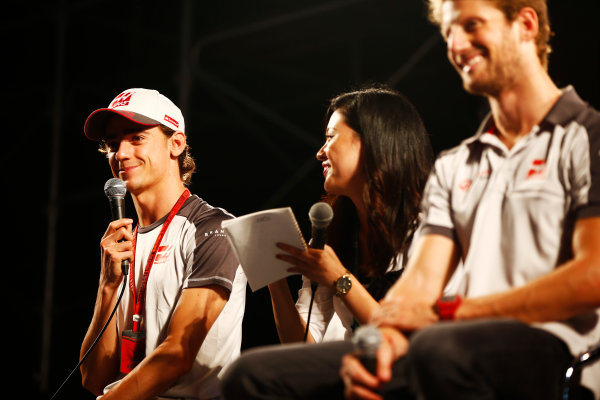 Suzuka Circuit, Japan. Saturday 08 October 2016. Esteban Gutierrez, Haas F1, and Romain Grosjean, Haas F1, at a fan event. World Copyright: Andy Hone/LAT Photographic ref: Digital Image _ONY5335