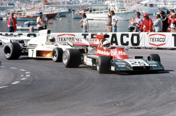Monte Carlo, Monaco.31/5-3/6 1973.Howden Ganley (Williams FW03 Ford) leads Denny Hulme (McLaren M23 Ford).Ref-35mm 73 MON 19.World Copyright - LAT Photographic