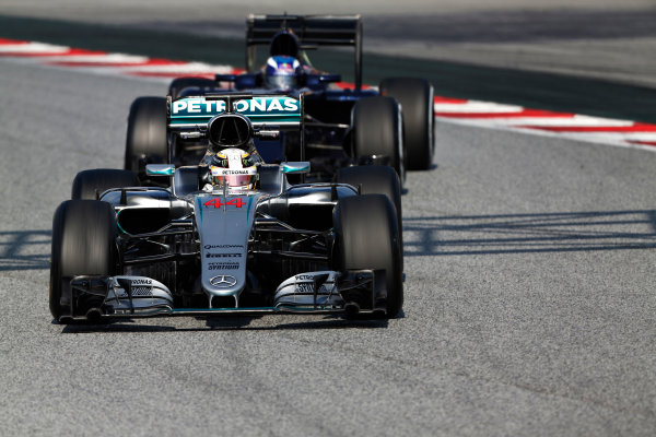 Circuit de Catalunya, Barcelona, Spain Thursday 25 February 2016. Lewis Hamilton, Mercedes F1 W07 Hybrid, leads, Max Verstappen, Toro Rosso STR11 Ferrari. World Copyright: Sam Bloxham/LAT Photographic ref: Digital Image _SBL8330
